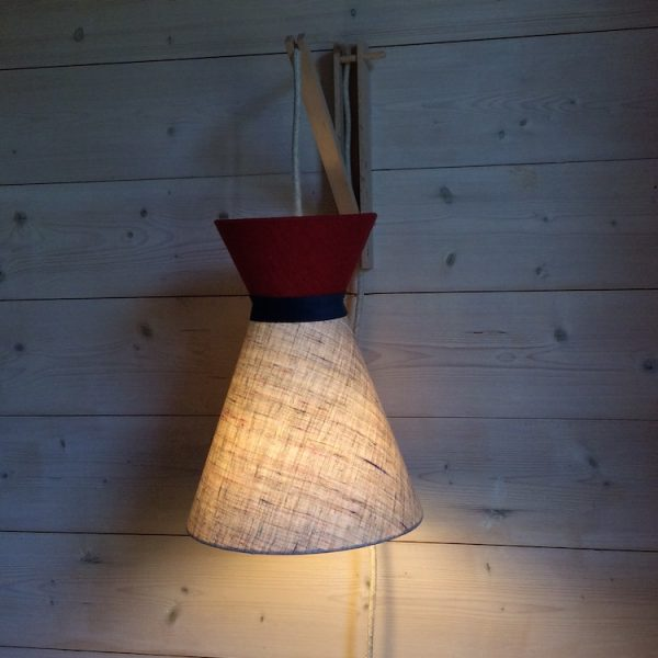 Suspension diabolo en lin écru et top uni rouge avec cordon textile on