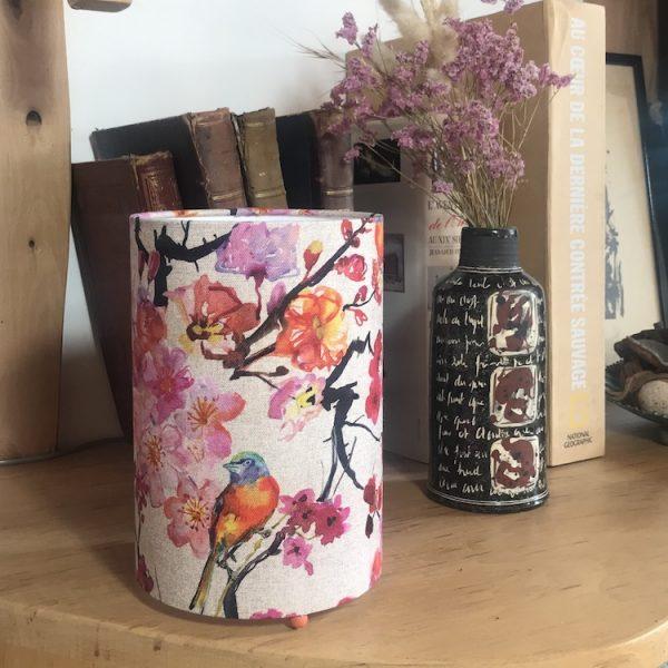 Lampe à poser cylindrique tissu en lin motif japonais fleurs de prunier off